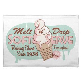 Derrita el helado suave del servicio del goteo de mantel individual