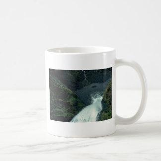 Desaparición abajo tazas de café