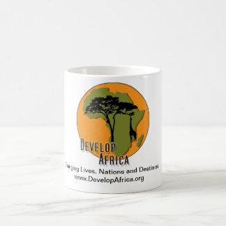 Desarrolle la taza de África con las ilustraciones