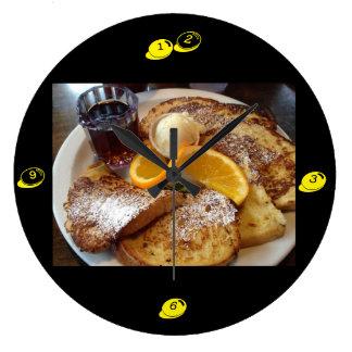 Desayuno de la tostada francesa - reloj de pared