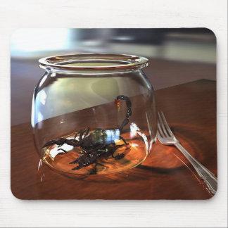 Desayuno de un escorpión mouse pad