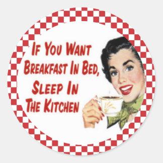Desayuno retro feliz en pegatinas del ama de casa pegatina redonda