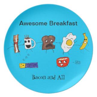 Desayuno, tocino y todo impresionantes plato de comida
