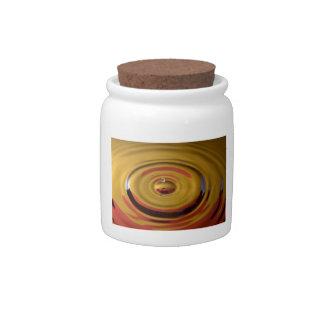 Descenso cardinal del agua del rojo y del oro jarras para caramelos
