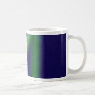 Descenso de rocío en hierba verde tazas de café