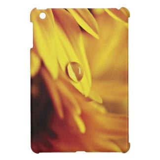Descenso del agua en la flor amarilla iPad mini funda