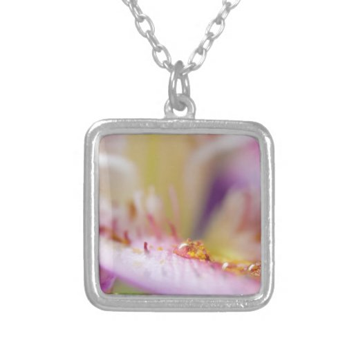 Descenso del agua en la flor joyerias