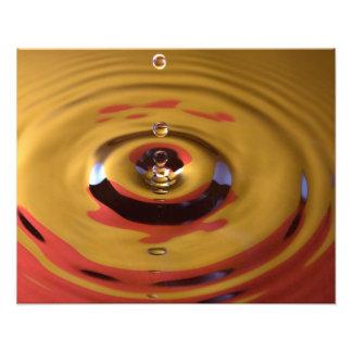 Descenso del oro y del agua roja fotos