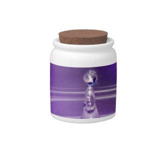 Descenso púrpura del agua jarras para caramelos