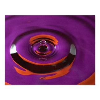 Descenso púrpura y anaranjado del agua invitación 10,8 x 13,9 cm
