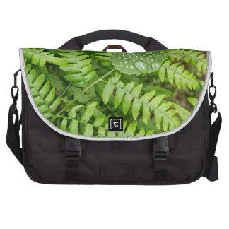 Descensos de la hoja bolsas para portatil