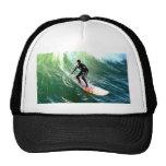 descensos de la persona que practica surf del long gorras