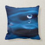 Descensos del agua azul almohada