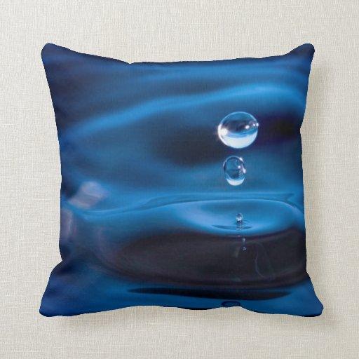 Descensos del agua azul cojín