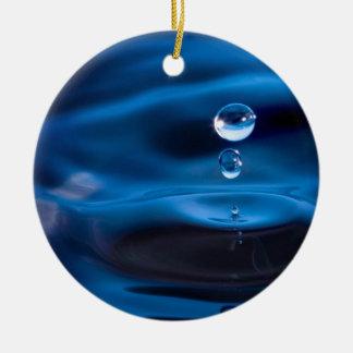 Descensos del agua azul adorno redondo de cerámica