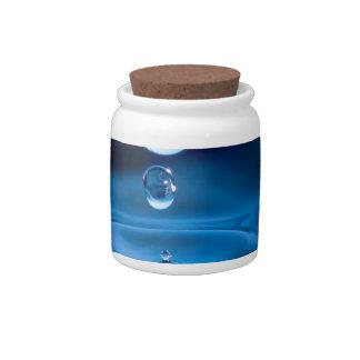 Descensos del agua azul plato para caramelo