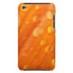 Descensos en la flor anaranjada brillante barely there iPod carcasas