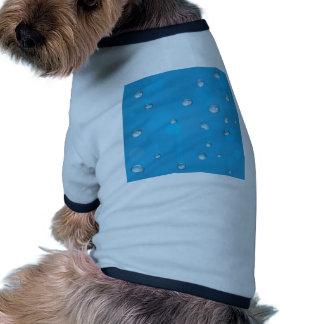 Descensos inconsútiles del agua del embaldosado en ropa de perros