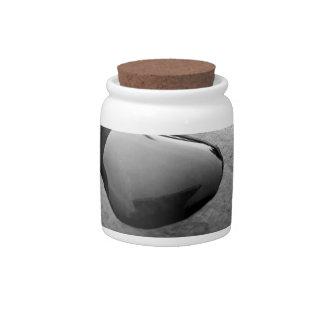 Descensos negros del agua plato para caramelo