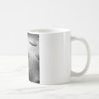 Descensos negros del agua tazas de café