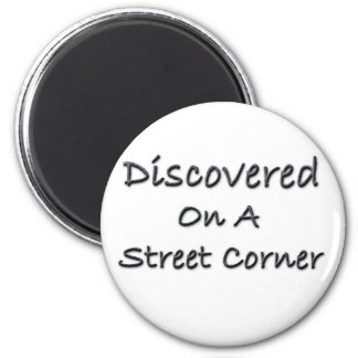 Descubierto en una esquina de calle imán redondo 5 cm