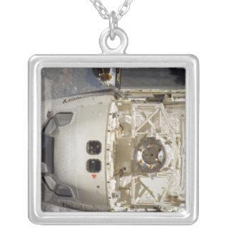 Descubrimiento 12 del transbordador espacial colgante cuadrado