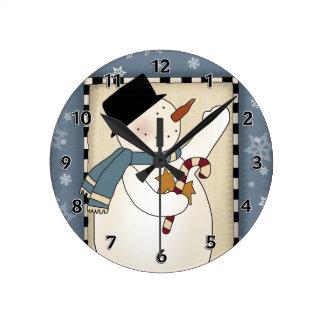 Deseos del muñeco de nieve del invierno del navida reloj redondo mediano