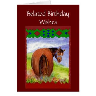 Deseos tardíos divertidos del cumpleaños, caballos tarjeta de felicitación
