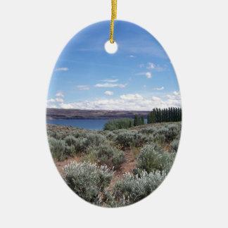 Desertscape con el río adorno navideño ovalado de cerámica