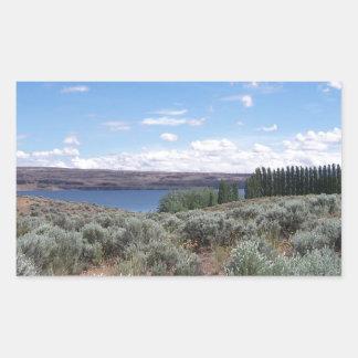 Desertscape con el río pegatina rectangular