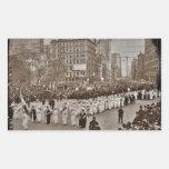 Desfile 1912 del sufragio de las mujeres pegatina