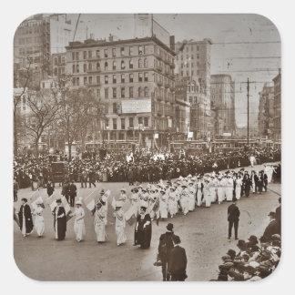 Desfile 1912 del sufragio de las mujeres pegatina cuadrada