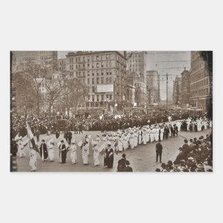 Desfile 1912 del sufragio de las mujeres pegatina rectangular
