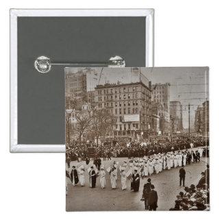 Desfile 1912 del sufragio de las mujeres pin cuadrado