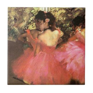Desgasifique a los bailarines en teja rosada