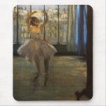 Desgasifique al bailarín de ballet que presenta mouse pads