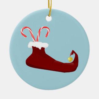 Deslizador rojo del duende con los bastones de adorno navideño redondo de cerámica