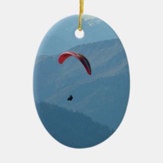 Deslizamiento de Para del Paragliding del ala Adorno Navideño Ovalado De Cerámica