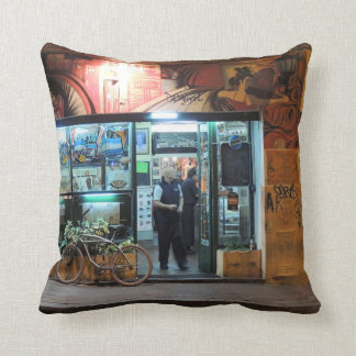 DesNivel - Dinner in Buenos Aires Throw Pillow