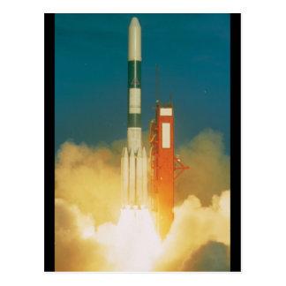 Despegue de Rocket del delta Postales