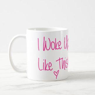 Desperté como esto taza básica blanca