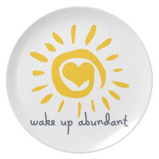 Despierte abundante plato