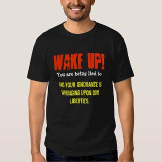 ¡Despierte! Le están mintiendo a y su ignorancia Playera