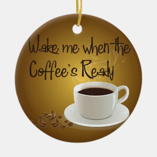 Despiérteme cuando el café listo adorno navideño redondo de cerámica