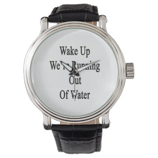 Despiértenos están corriendo del agua reloj