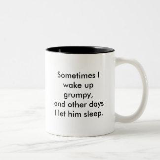 Despierto a veces días gruñones, y otros que dejo… taza de dos tonos
