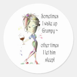 ¡Despierto a veces gruñón!  diversión que dice los Pegatina Redonda