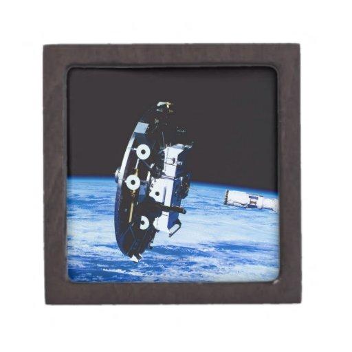 Despliegue de un satélite caja de recuerdo de calidad
