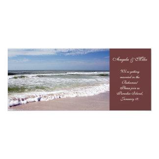 """Desplome de las ondas en la playa de Sandy Invitación 4"""" X 9.25"""""""