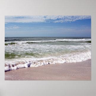 Desplome de las ondas en la playa de Sandy Póster